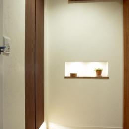 T邸・南の風が吹き抜けるカフェリゾート空間 (玄関)