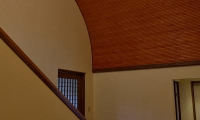 和に合う、ミッドセンチュリー家具との住空間 (階段ホール)