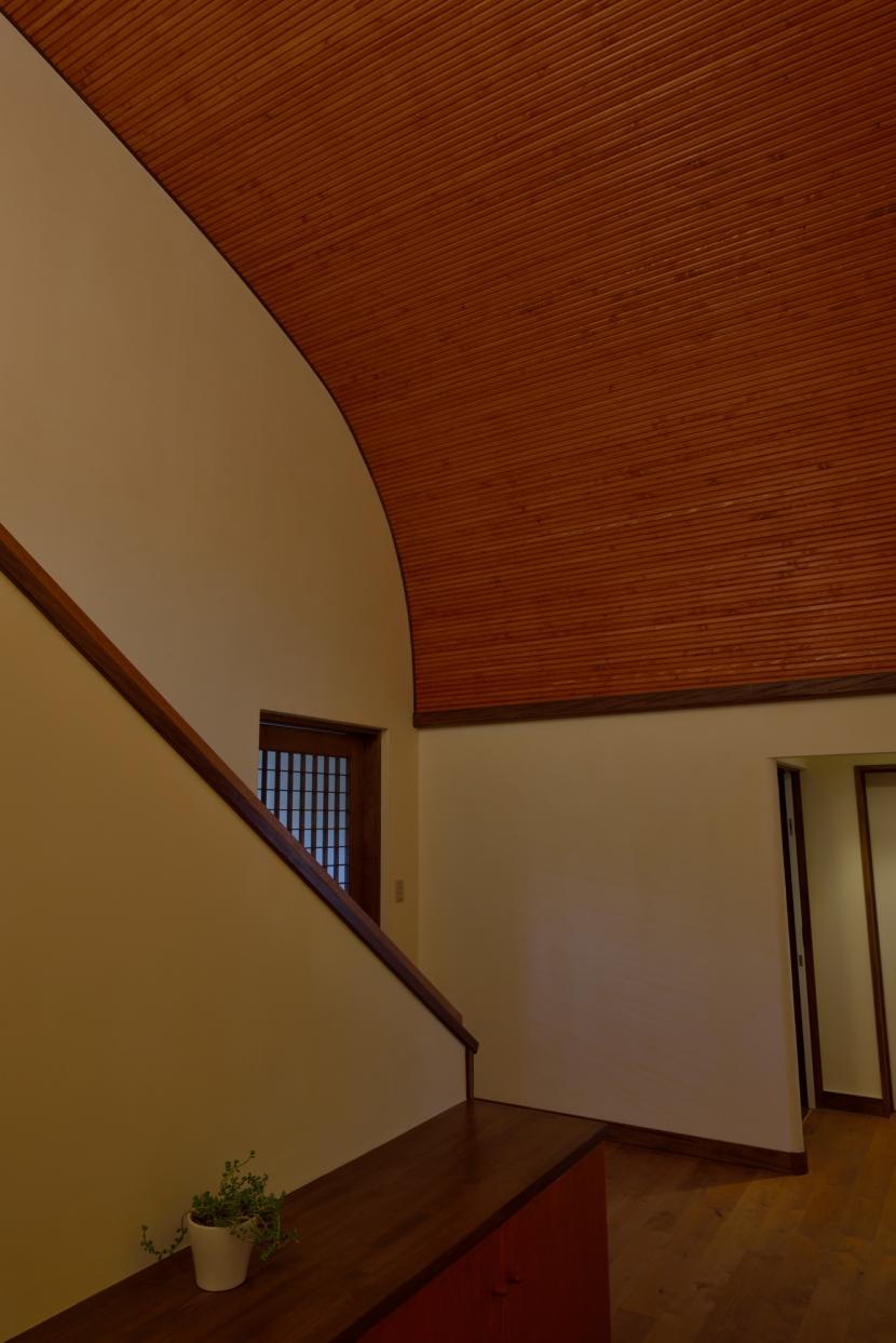 和に合う、ミッドセンチュリー家具との住空間の部屋 階段ホール
