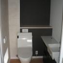 モダンだけど落ち着きのあるトイレ