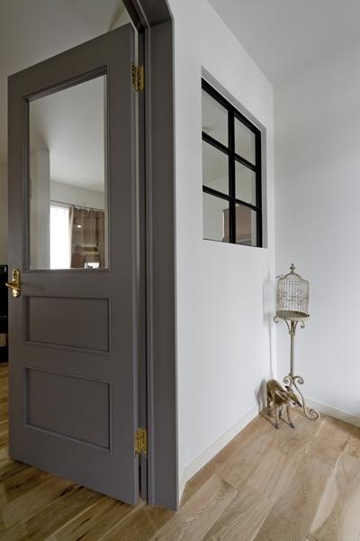 兵庫県M邸-こだわりのキッチンと暮らす-の写真 玄関-室内窓-