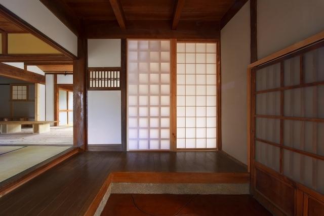伝統構法を生かした美しい耐震改修の部屋 民家の玄関改修