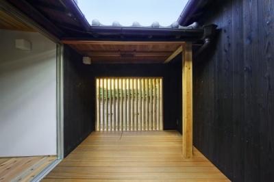 伝統構法を生かした美しい耐震改修 (中庭)
