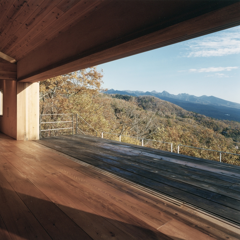 建築家:中庭のある家|水谷嘉信建築設計事務所「蓼科高原の家|大開口から八ヶ岳が一望できる週末住宅」