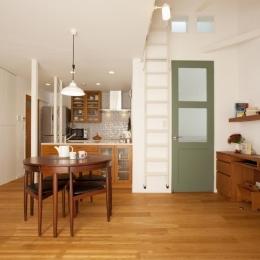 O様邸・楽しくコンパクトに二世帯で暮らすための家 (ダイニングキッチン)