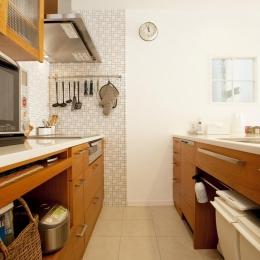 O様邸・楽しくコンパクトに二世帯で暮らすための家 (キッチン)