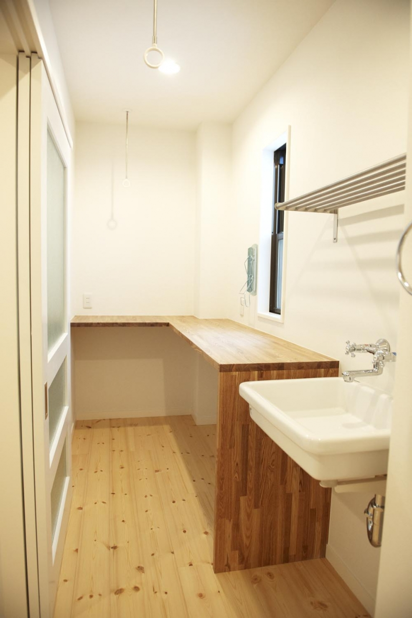 N邸・こだわりのシンプルナチュラル空間 (3F・ランドリールーム)