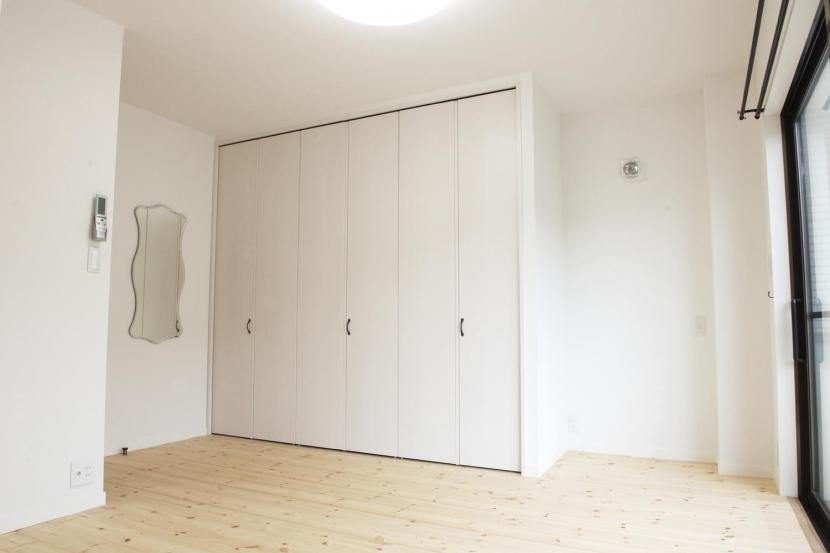 N邸・こだわりのシンプルナチュラル空間の写真 3F・主寝室