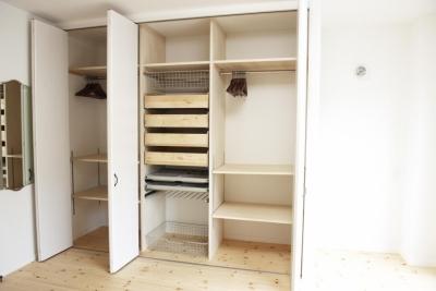 3F・主寝室大容量クローゼット (N邸・こだわりのシンプルナチュラル空間)