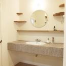 N邸・こだわりのシンプルナチュラル空間の写真 2F・洗面台