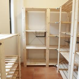 2F・キッチン横パントリー