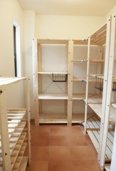 2F・キッチン横パントリー (N邸・こだわりのシンプルナチュラル空間)