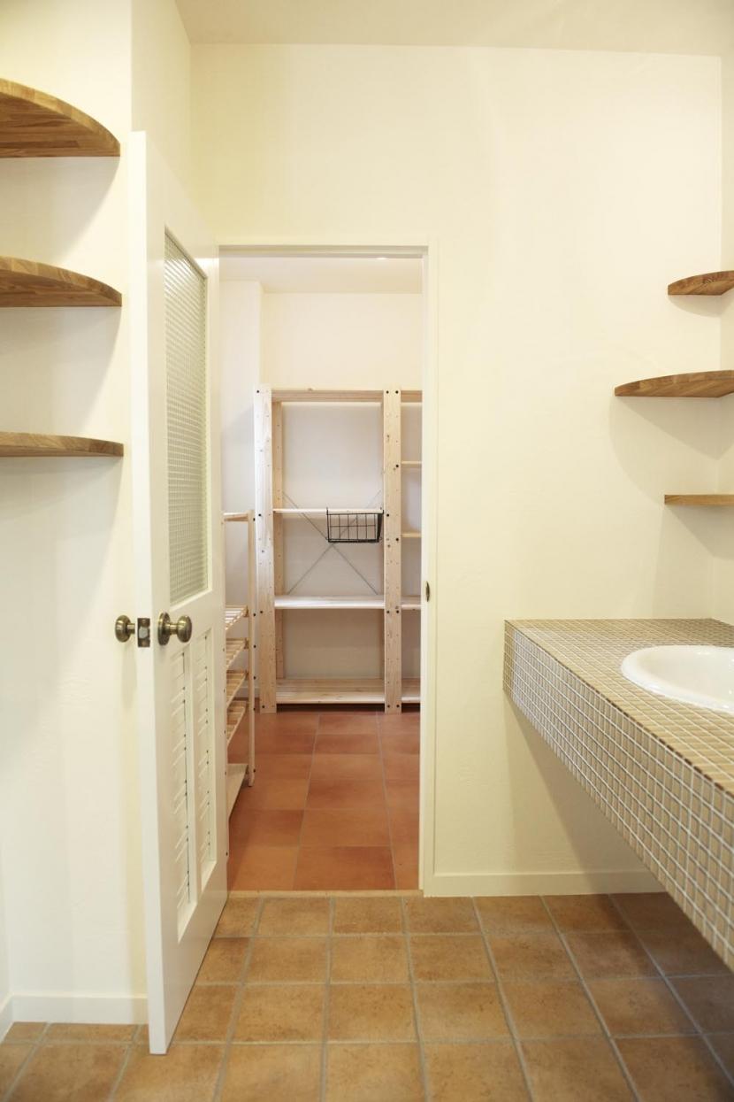 N邸・こだわりのシンプルナチュラル空間の写真 2F・キッチン横