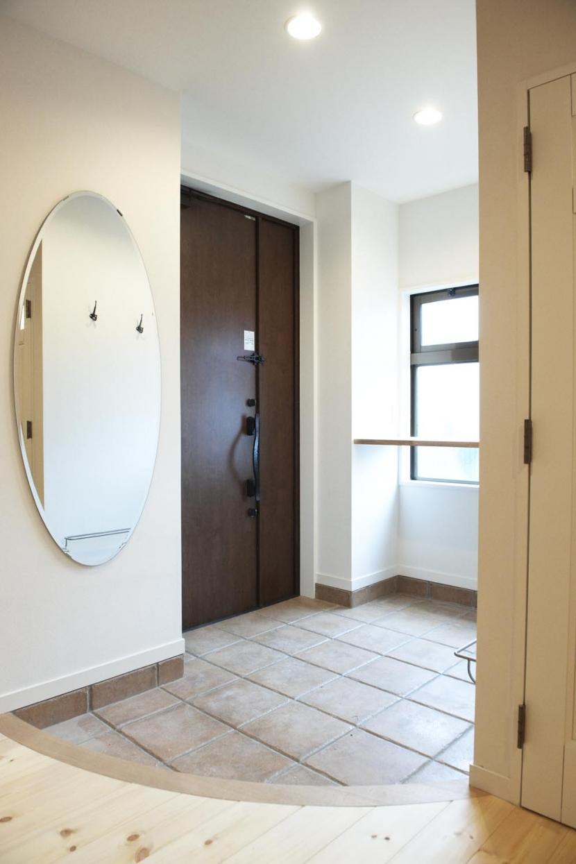 N邸・こだわりのシンプルナチュラル空間の部屋 玄関