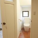 N邸・こだわりのシンプルナチュラル空間の写真 1F・トイレ