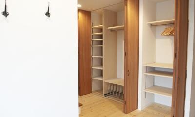 N邸・こだわりのシンプルナチュラル空間 (玄関廊下大容量収納)