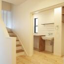 N邸・こだわりのシンプルナチュラル空間の写真 3F・階段踊り場