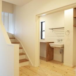 N邸・こだわりのシンプルナチュラル空間 (3F・階段踊り場)