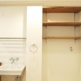3F・ランドリールーム収納棚
