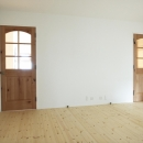 N邸・こだわりのシンプルナチュラル空間の写真 1F・事務所ドア