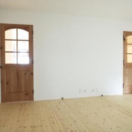 N邸・こだわりのシンプルナチュラル空間 (1F・事務所ドア)