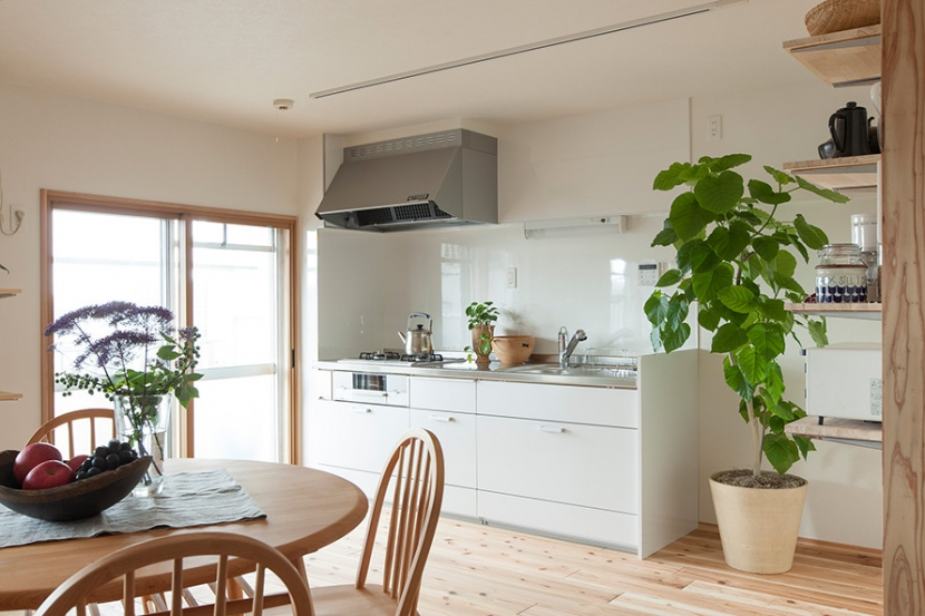 キッチン事例:キッチン2(老後の暮らしを見据え、ゆとりと動きやすさを兼ね備えたシンプル&フラットなひろびろワンルーム)