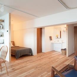 老後の暮らしを見据え、ゆとりと動きやすさを兼ね備えたシンプル&フラットなひろびろワンルームの部屋 ベッドルーム、洗面台