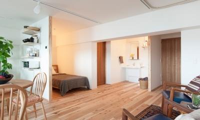 老後の暮らしを見据え、ゆとりと動きやすさを兼ね備えたシンプル&フラットなひろびろワンルーム (ベッドルーム、洗面台)