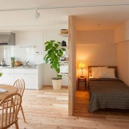 老後の暮らしを見据え、ゆとりと動きやすさを兼ね備えたシンプル&フラットなひろびろワンルームの部屋 ベッドスペース