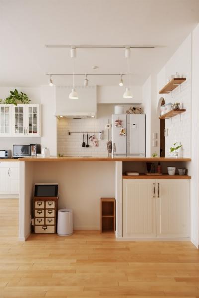 キッチン (SU邸・明るくさわやかに ここから始まる2人の暮らし)