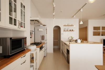 キッチン2 (SU邸・明るくさわやかに ここから始まる2人の暮らし)