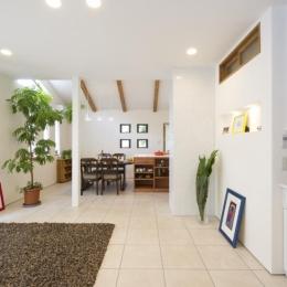 T邸・オリジナルキッチンと家具で光と風が遊ぶ憧れのリビング (リビングダイニング2)