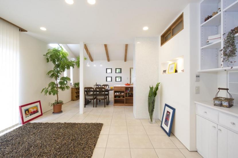 T邸・オリジナルキッチンと家具で光と風が遊ぶ憧れのリビングの写真 リビングダイニング2