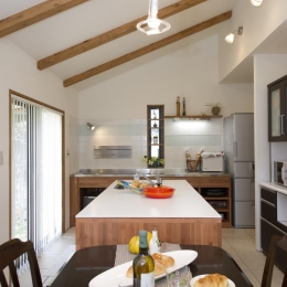 T邸・オリジナルキッチンと家具で光と風が遊ぶ憧れのリビング