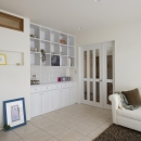 T邸・オリジナルキッチンと家具で光と風が遊ぶ憧れのリビングの写真 リビング2