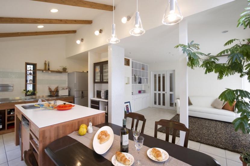 リフォーム・リノベーション会社:スタイル工房「T邸・オリジナルキッチンと家具で光と風が遊ぶ憧れのリビング」
