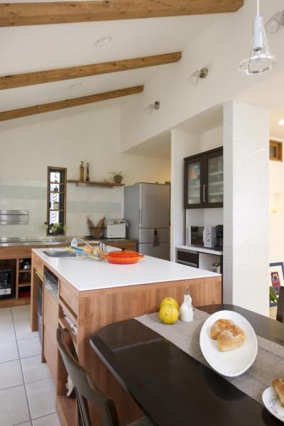 ダイニングキッチン2 (T邸・オリジナルキッチンと家具で光と風が遊ぶ憧れのリビング)