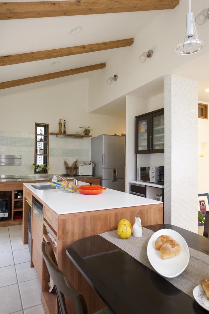 T邸・オリジナルキッチンと家具で光と風が遊ぶ憧れのリビング (ダイニングキッチン2)