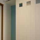 T邸・オリジナルキッチンと家具で光と風が遊ぶ憧れのリビングの写真 子供部屋ドア
