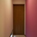 T邸・オリジナルキッチンと家具で光と風が遊ぶ憧れのリビングの写真 子供部屋ドア2