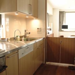 S邸・こだわりをたっぷり詰め込んだ、無垢材の温もり溢れる空間 (キッチン2)