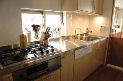 キッチン3 (S邸・こだわりをたっぷり詰め込んだ、無垢材の温もり溢れる空間)
