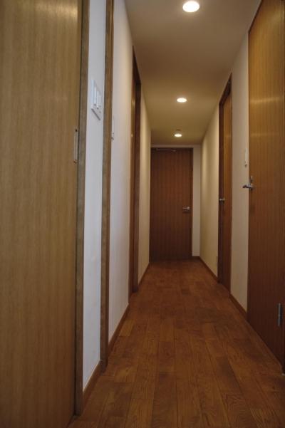 廊下 (S邸・こだわりをたっぷり詰め込んだ、無垢材の温もり溢れる空間)