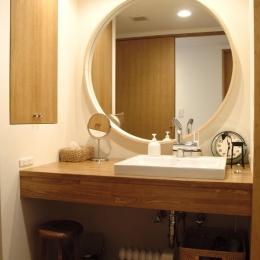 S邸・こだわりをたっぷり詰め込んだ、無垢材の温もり溢れる空間 (洗面台)