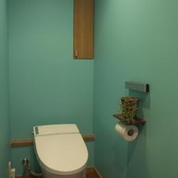 S邸・こだわりをたっぷり詰め込んだ、無垢材の温もり溢れる空間 (トイレ)