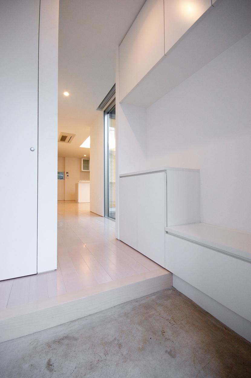 千歳台の二世帯住宅の部屋 腰かけ付き親玄関