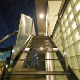 千歳台の二世帯住宅 (屋外階段)