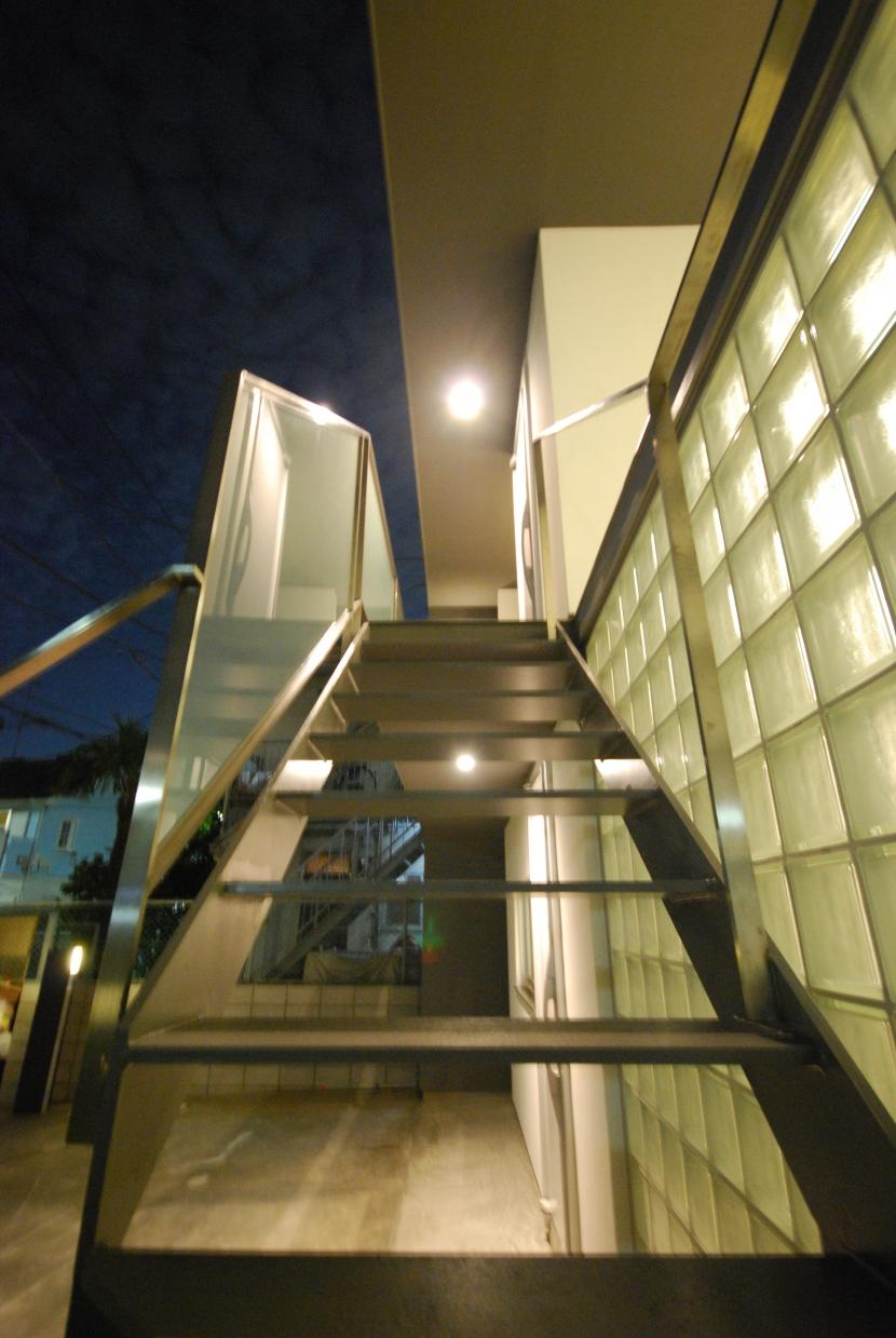 千歳台の二世帯住宅の部屋 屋外階段