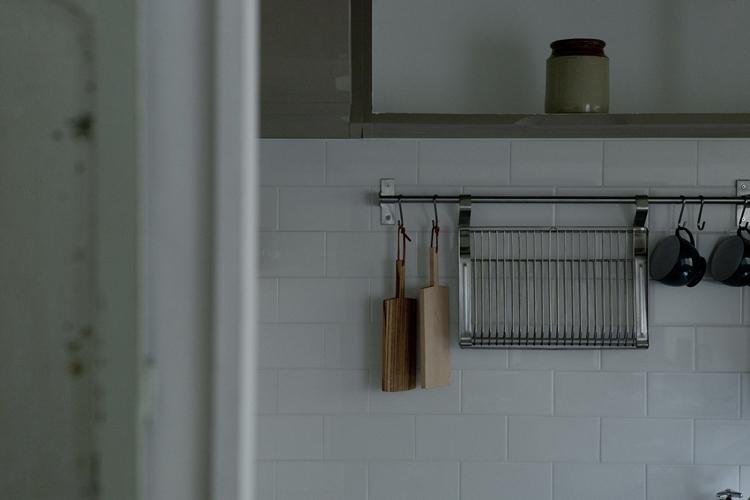NANBA ROYAL HEIGHTSの部屋 キッチン吊り収納