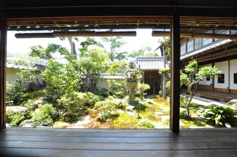 建築士の家の部屋 坪庭(東から)